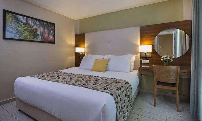 4 חופשת סופשבוע ביוני במלון אסטרל ויליג' אילת, כולל טיסות לרמון