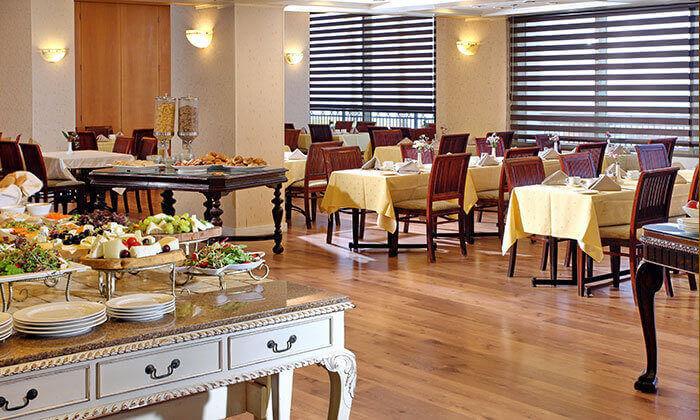5 יולי-אוגוסט למשפחות במלון העונות נתניה - 2 ילדים חינם