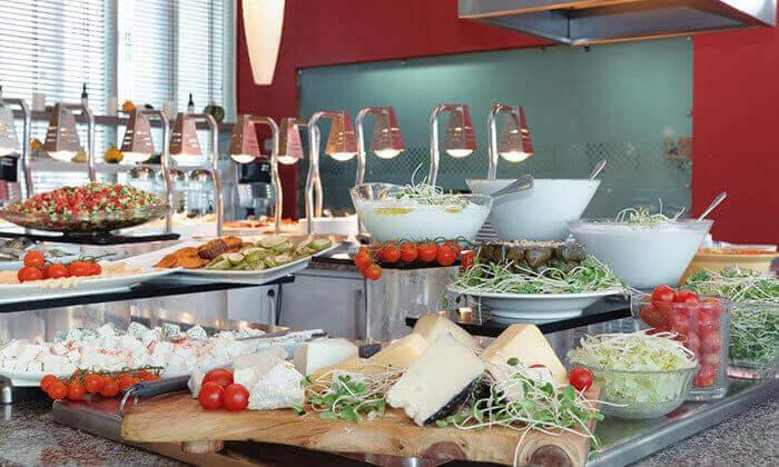 3 ארוחת בוקר בופה במלון לאונרדו סיטי טאואר, רמת גן
