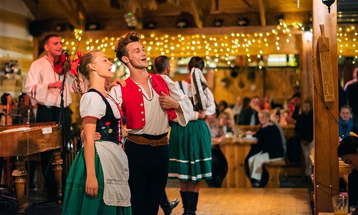 4 כרטיס למופע פולקלור צ'כי וארוחת ערב בפראג