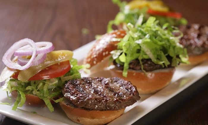 3 ארוחת המבורגר ב-Hamburg, טיילת תל אביב