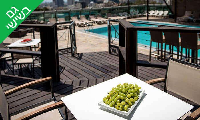 10 יום כיף בבריכה של מלון רימונים טאואר כולל ארוחת בוקר עשירה, רמת גן