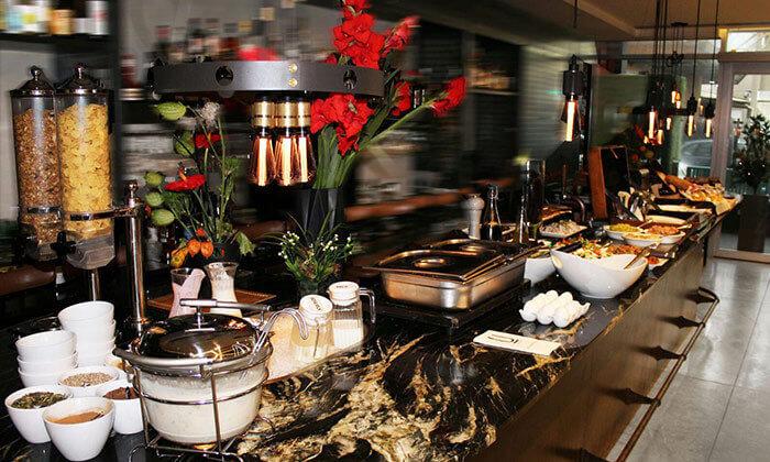 4 ארוחת בוקר בופה במלון אולטרה Ultra, הירקון תל אביב