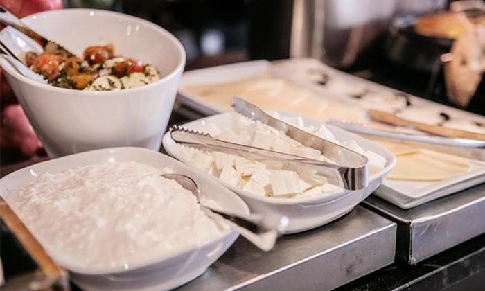 12 ארוחת בוקר בופה במלון אולטרה Ultra, הירקון תל אביב