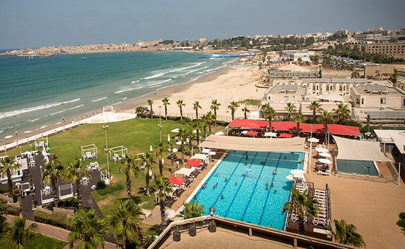 חופשה זוגית במלון חוף התמרים