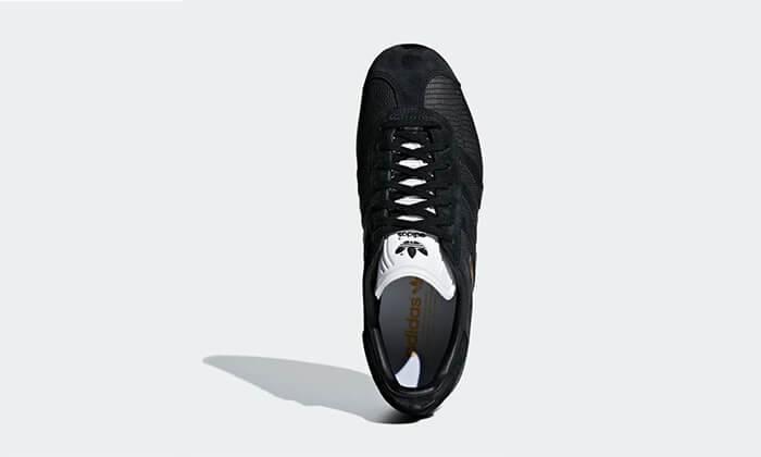 17 נעלי סניקרס אדידס adidas