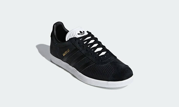 16 נעלי סניקרס אדידס adidas