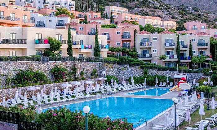 8 כרתים - חופשה משפחתית במלון מומלץ עם פארק מים