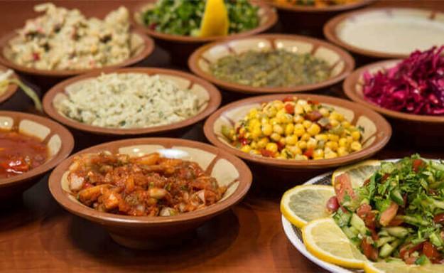 ארוחת בשרים במסעדה הלבנונית