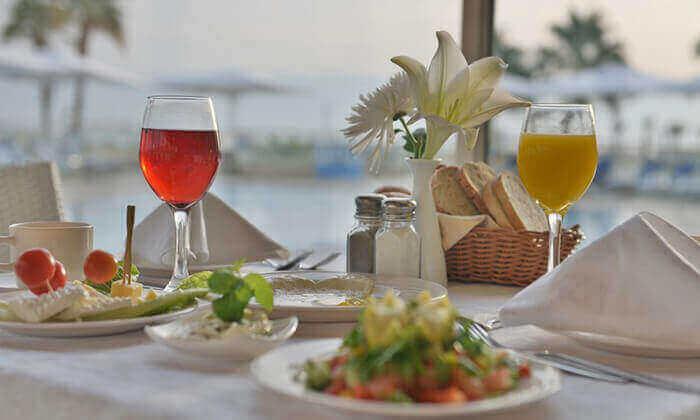3 ספא מלון הוד המדבר בים המלח - יום פינוק ליחיד או לזוג הכולל עיסוי וארוחת בוקר או צהריים