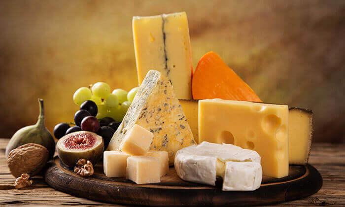 2 מכבי גבינות בגבעת שאול, ירושלים - סל גבינות צרפתיות כשרות למהדרין