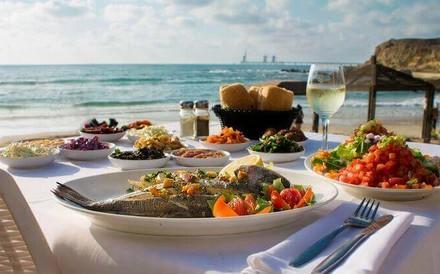 ארוחה זוגית ב'בני הדייג'