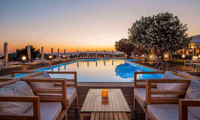 """3 סקיאתוס - קיץ חם באי הכי יפה ביוון, כולל סופ""""ש"""