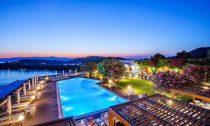 """8 סקיאתוס - קיץ חם באי הכי יפה ביוון, כולל סופ""""ש"""