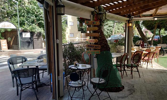 8 קפה היינה בכיכר היינה, חיפה - ארוחת בוקר זוגית