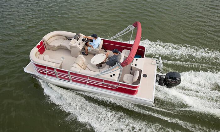 2 אטרקציה לחופש הגדול: שייט בסירת מנוע פונטון באילת