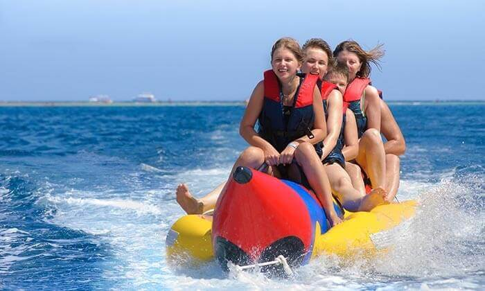 2 מועדון דניאל אזולאי בחוף נביעות, אילת - אטרקציית סירת בננה