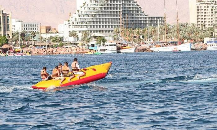 3 מועדון דניאל אזולאי בחוף נביעות, אילת - אטרקציית סירת בננה