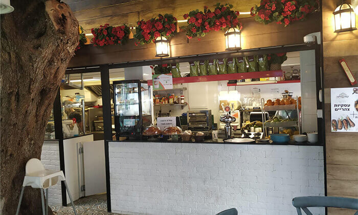4 ארוחת בוקר לזוג בקפה היינה, כיכר היינה חיפה