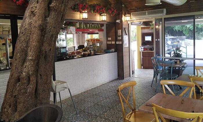 5 ארוחת צהריים ליחיד או לזוג בקפה היינה, כיכר היינה חיפה