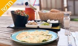 בוקר זוגי במסעדת חוף הדקלים