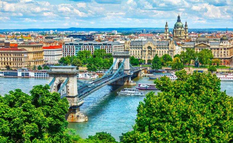 מלון מרכזי בבודפשט, כולל חגים