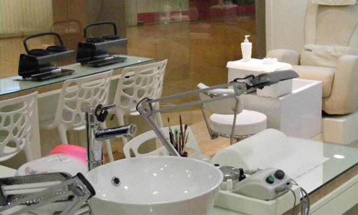 3 Pure White Cosmetic בדיזנגוף סנטר - מבחר טיפולי מניקור ופדיקור