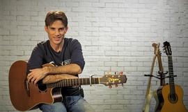 קורס גיטרה מקוון עם עופר מלי