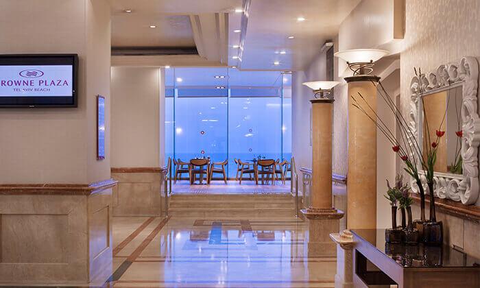 3 ערב פינוק עם עיסוי וספא במלון קראון פלאזה, תל אביב