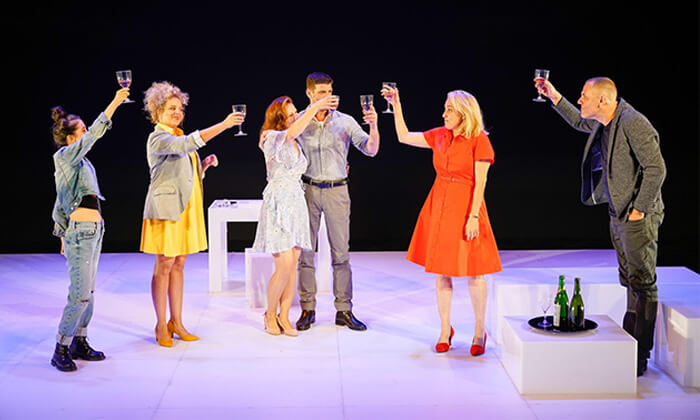 7 כרטיס להצגה 'הריון' - תיאטרון הקאמרי, תל אביב במגוון תאריכים