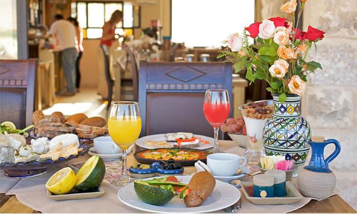 3 ארוחת בוקר זוגית כשרה במלון גרנד ויסטה, כפר יובל