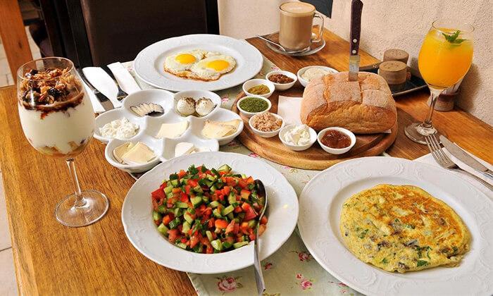 8 ארוחת בוקר זוגית כשרה במלון גרנד ויסטה, כפר יובל