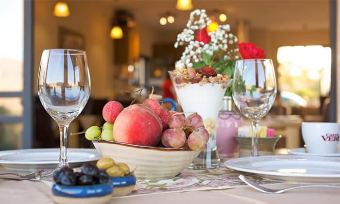 7 ארוחת בוקר זוגית כשרה במלון גרנד ויסטה, כפר יובל