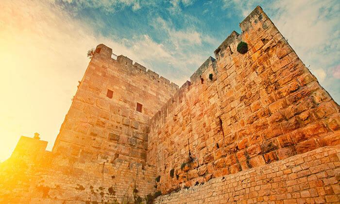 2 זמן סליחות: סיור בירושלים ולילה במלון אייל
