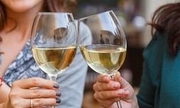 סדנת יין בבית 'איש הענבים' יפו
