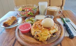 ארוחת בוקר זוגית בקפה ליאון