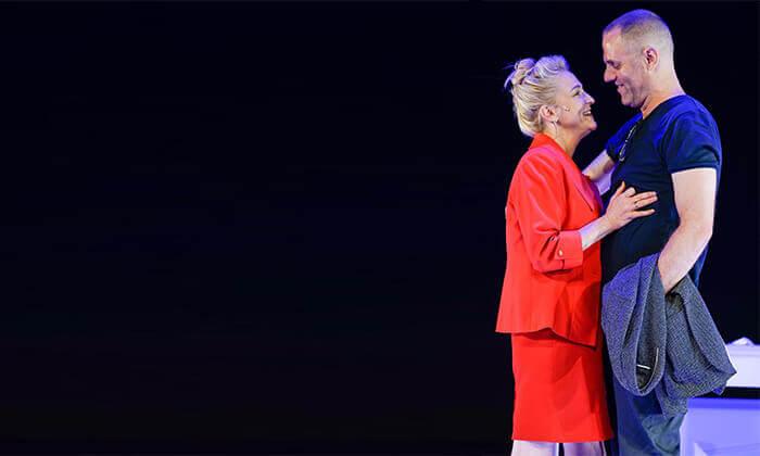 3 ההצגה הריון בתיאטרון הקאמרי - כרטיס למופע במגוון תאריכים