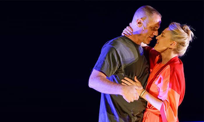 4 ההצגה הריון בתיאטרון הקאמרי - כרטיס למופע במגוון תאריכים