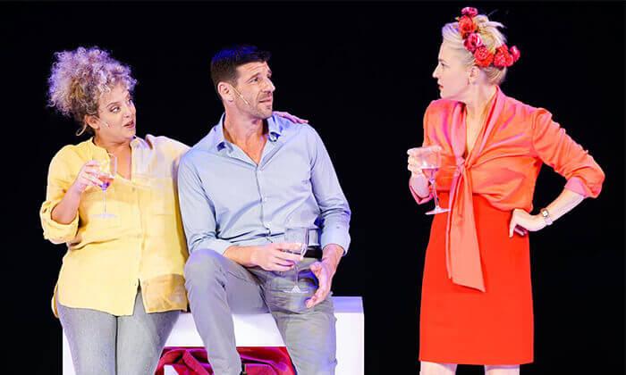 2 ההצגה הריון בתיאטרון הקאמרי - כרטיס למופע במגוון תאריכים
