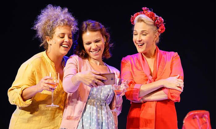 6 ההצגה הריון בתיאטרון הקאמרי - כרטיס למופע במגוון תאריכים