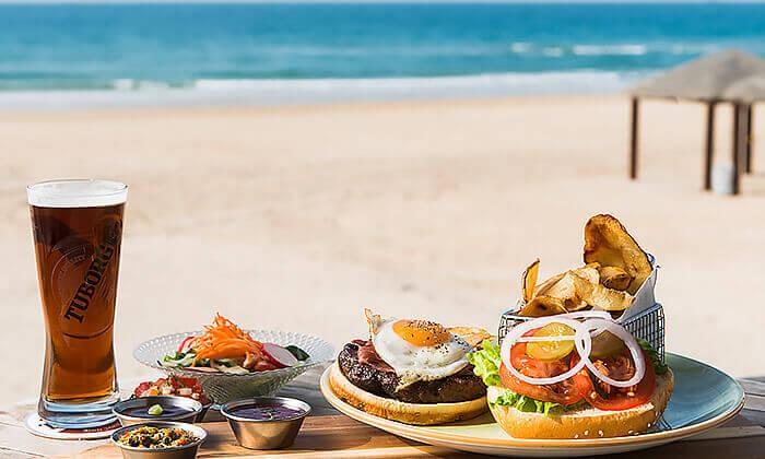 9 ארוחת המבורגר זוגית עם תוספות במסעדת ארמיס, חוף לידו אשדוד