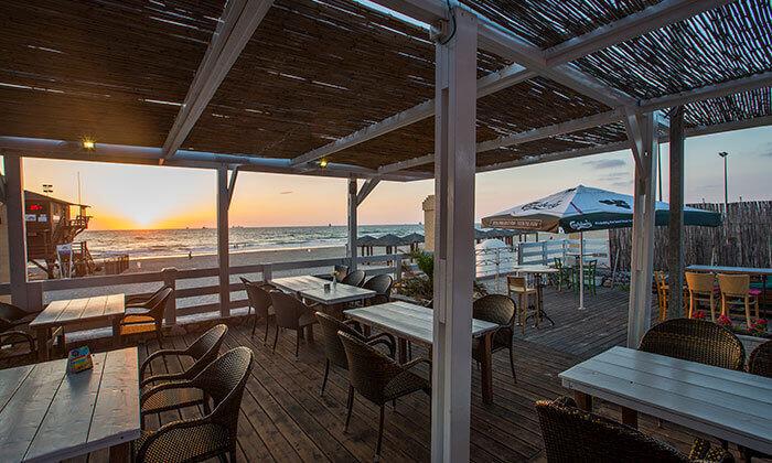 7 ארוחת המבורגר זוגית עם תוספות במסעדת ארמיס, חוף לידו אשדוד