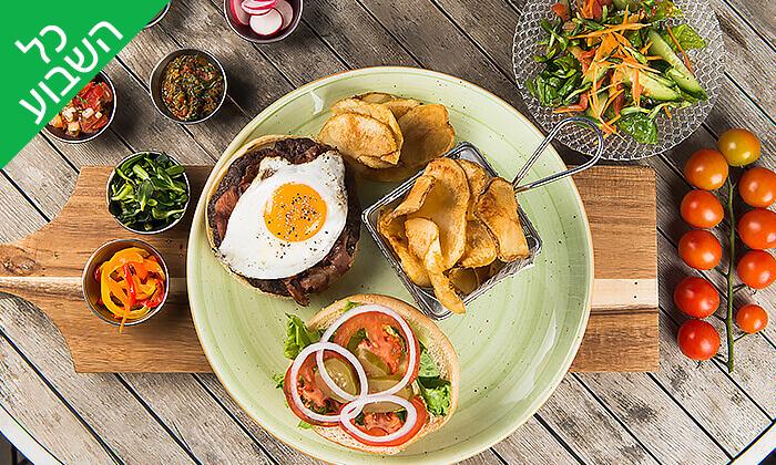 5 ארוחת המבורגר זוגית עם תוספות במסעדת ארמיס, חוף לידו אשדוד