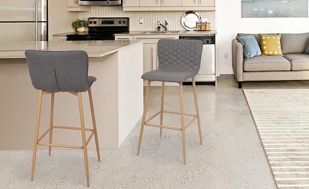 כיסא בר מרופד בדוגמת משושים