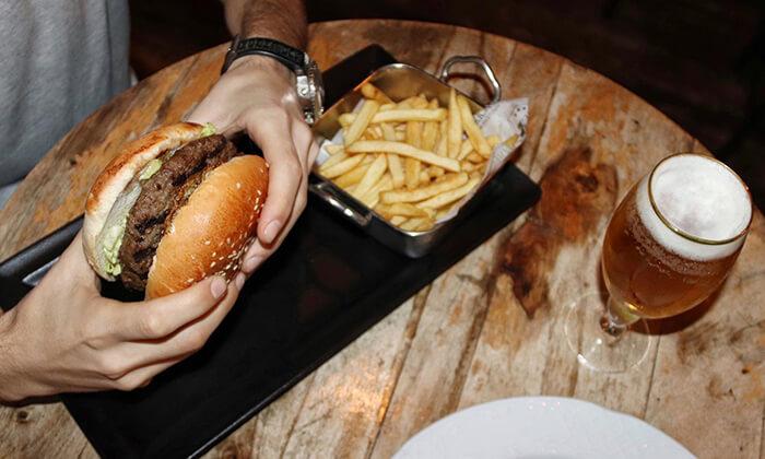 2 ארוחת המבורגר זוגית בפטריקס, ראשון לציון