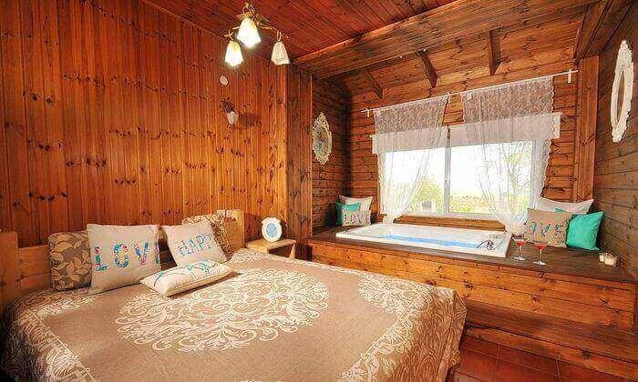 8 חופשה רומנטית בצפון - בריכה פנימית וחיצונית מחוממת, ג'קוזי ואווירה כפרית