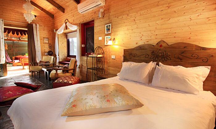 6 חופשה בבקתות עץ בסגנון הודי - מושב רמות
