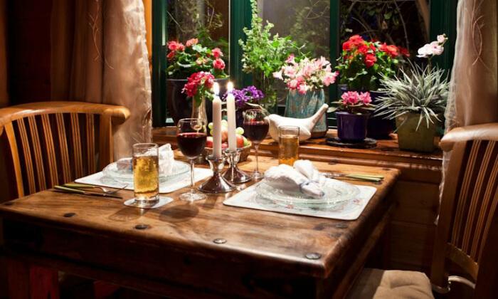 4 חופשה רומנטית בבקתה באמירים - חבילה לאירוע מיוחד