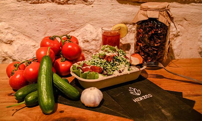 5 מסעדת הרצוג הטבעונית, תל אביב