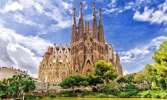 3 חופשה בברצלונה - מלון על שדרת לאס ראמבלס המפורסמת, כולל חנוכה